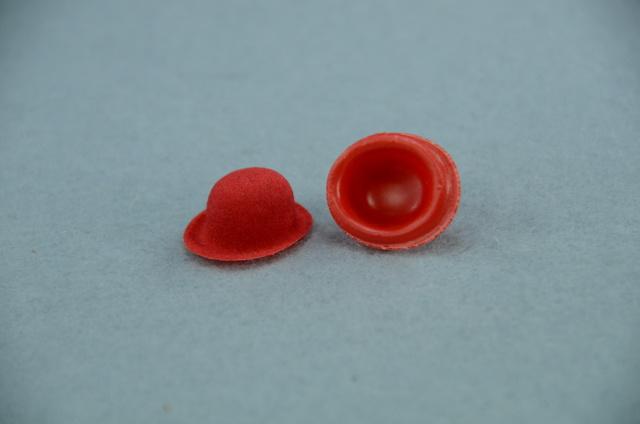 0307113267b Buřinka semišovaná červená 15mm 10x15mm